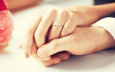 'Diamenty są wieczne': symbolika i pierścionek zaręczynowy